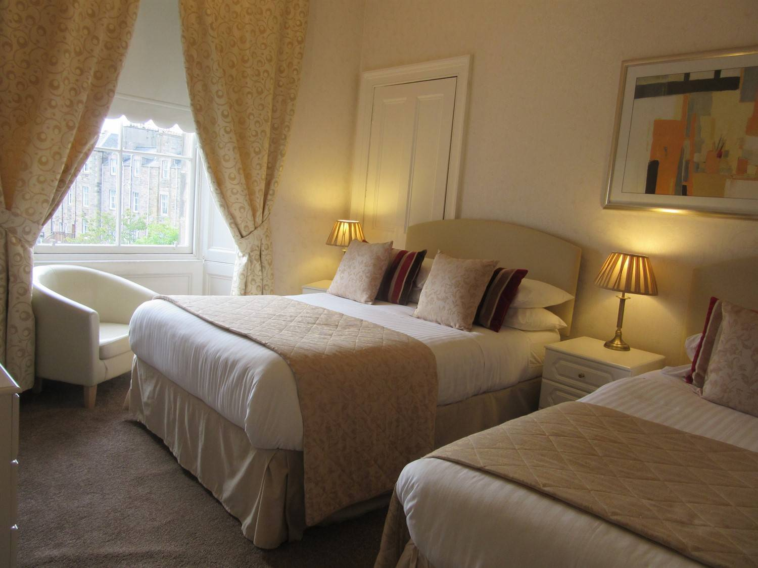 View our comfortable Rooms at Sonas Guest house Edinburgh